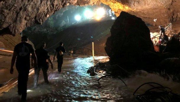 Одразу шість кінокомпаній хочуть зняти фільм про порятунок дітей з печери в Таїланді