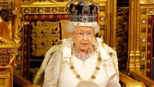 Елизавета II призналась, что уже более 60 лет, ей тяжело надевать корону
