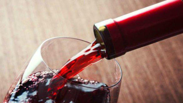 Красное вино заменяет тренировки в спортзале - ученые
