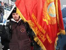 Россиянин с флагом Ленина: Вот так русских зажимают. Не дают нормально поболеть