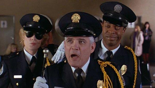Создатель фильма Полицейская академия умер в США