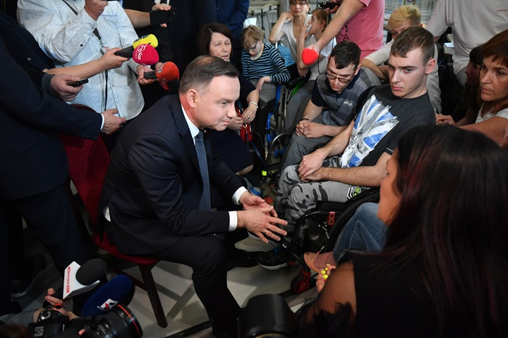 President Duda meets parents protesting over disability policy