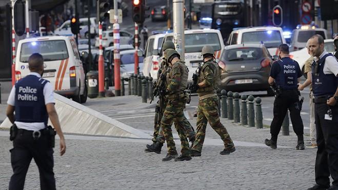 В Брюсселе полицейские открыли огонь при попытке водителя наехать на них