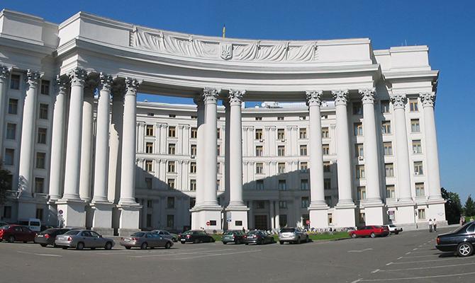Украина сейчас не имеет послов в 17 государствах мира