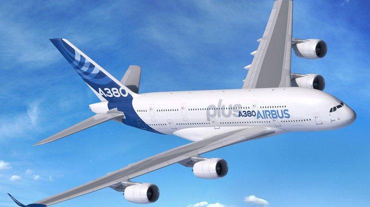 Airbus представил самый большой в мире пассажирский самолет (фото)