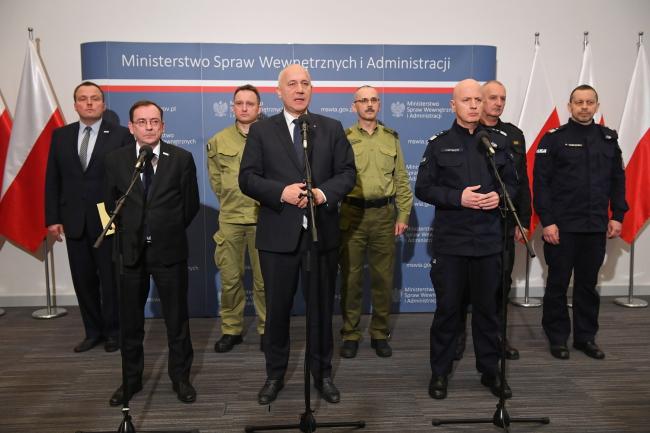 Голова МВСіА: До Польщі не впустили осіб, які пропагують тоталітаризми