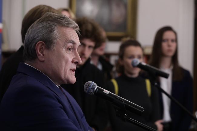 Польша надеется, что Украина разрешит эксгумации тел поляков на своей территории