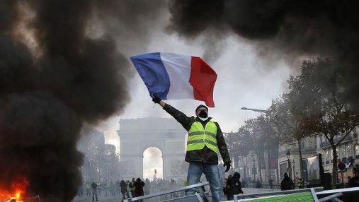 Протесты во Франции: из-за желтых жилетов закроют Эйфелеву башню и Лувр