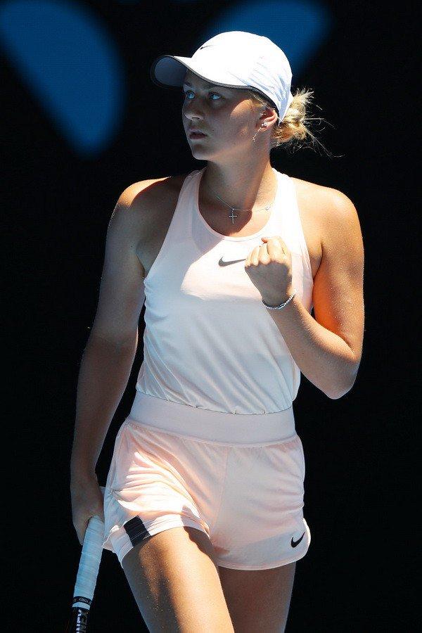 Порошенко и Гройсман поздравили Свитолину с победой на турнире WTA