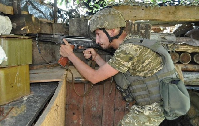 В Донбассе погибли двое украинских военных, девятеро получили ранения