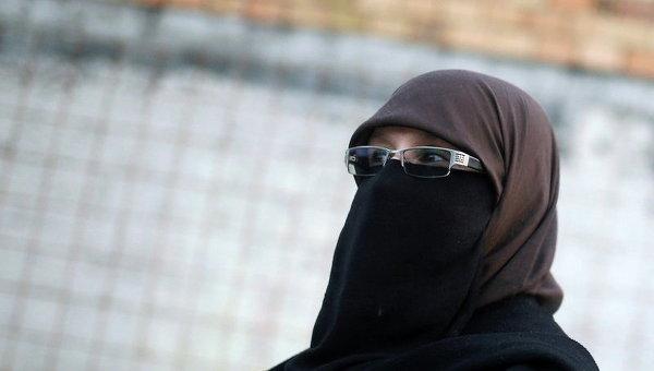 Мусульманка не получила гражданство Франции из-за отказа пожать руку