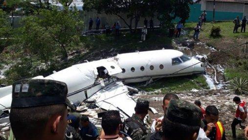 В Гондурасе разбился самолет: фото и видео с места катастрофы