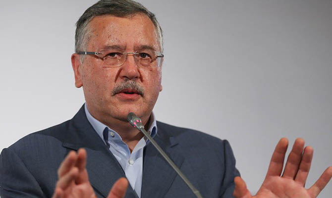 При министре обороны Гриценко Украина теряла стратегические заводы оборонпрома, - эксперт
