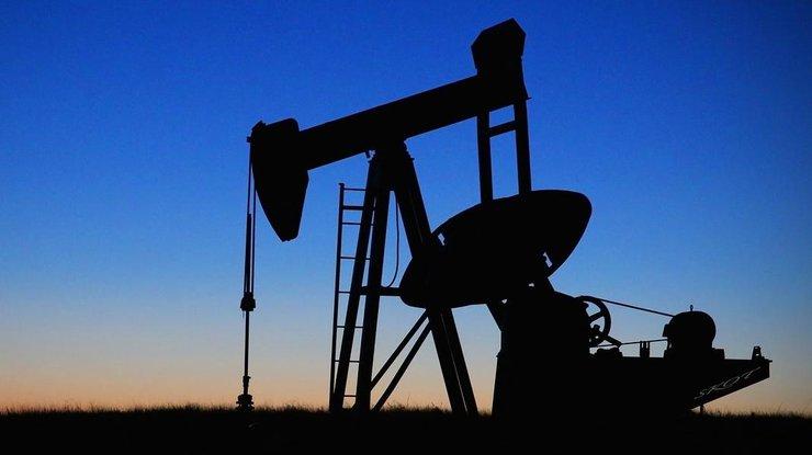 Мировые цены на нефть стремительно снижаются