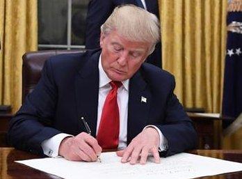Трамп підписав закон про бюджет США, незважаючи на незгоду з низкою його положень