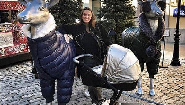 Ризатдинова рассказала, как Онищенко заботится об их новорожденном сыне