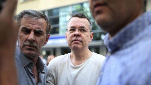 Суд Турции освободил американского пастора Эндрю Брансона