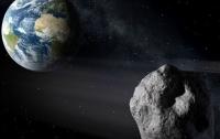 Астероид размером с футбольное поле пролетает очень близко возле Земли