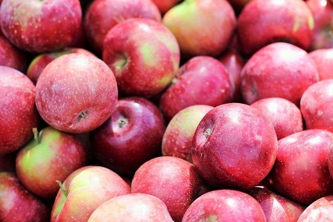 Россия продолжает бороться с нелегальными поставками яблок из Польши