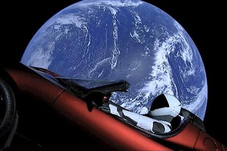 Ученые спрогнозировали, упадет ли на Землю запущенный в космос автомобиль Tesla (ВИДЕО)