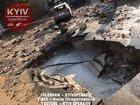 В центре Киева прорвало трубу: горячая вода залила площадь и припаркованный автомобиль. ВИДЕО+ФОТОрепортаж