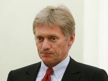По словам Пескова (на фото), Путин и Меркель сошлись в том, что абсолютно неправильно каким-то образом политизировать этот проект