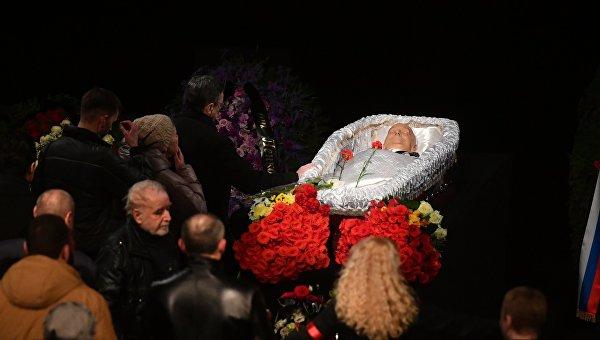 Броневого похоронили на Новодевичьем кладбище в Москве