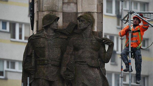 В Польше снесли шесть памятников советским воинам