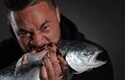 Паркер угрожает Джошуа сырой рыбой
