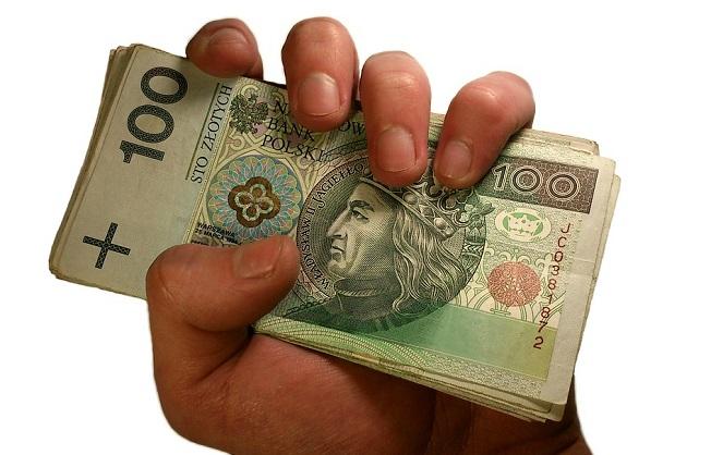 В Польше на 7,4 процентов выросла средняя зарплата