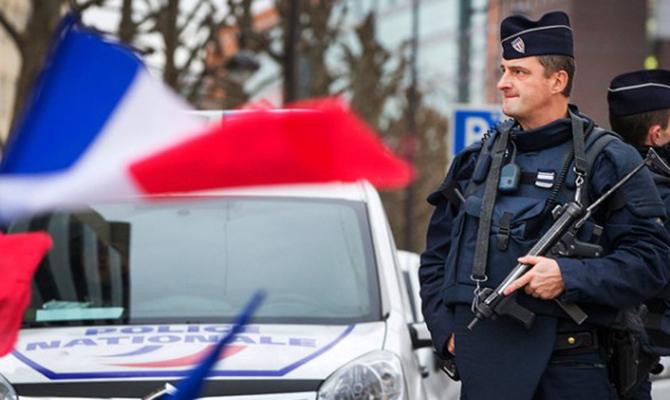 Во Франции мужчина открыл стрельбу и взял заложников в супермаркете
