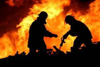 Пожежники ліквідували пожежу на речовому ринку в Хмельницькому
