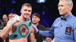 Порошенко і Гройсман привітали українського боксера Гвоздика з перемогою