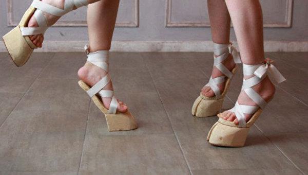 В Японии набирает популярность новый стиль женской обуви, копыта