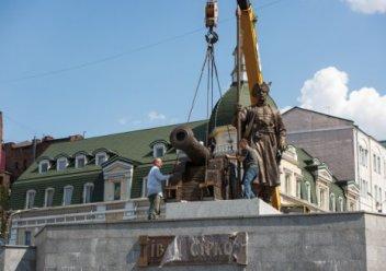 В центре Харькова установлен памятник атаману Сирко