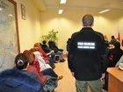 Низькі зарплати, війна і неподоланна корупція змушують українців масово виїжджати до Польщі, - Bloomberg