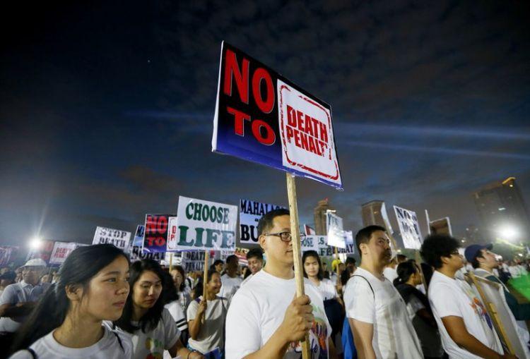 Протесты в Филиппинах: Тысячи католиков призывают власть отказаться от пересмотра смертной казни