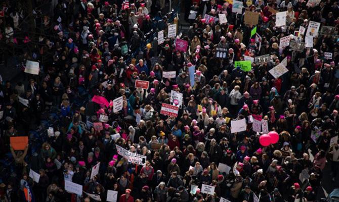 В США на «Марш женщин» против политики Трампа вышли сотни тысяч людей
