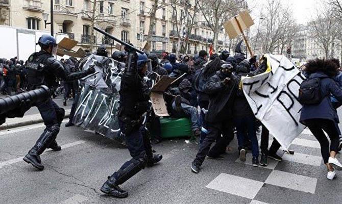 Во Франции готовятся к новому раунду протестов – закрывают музеи и магазины