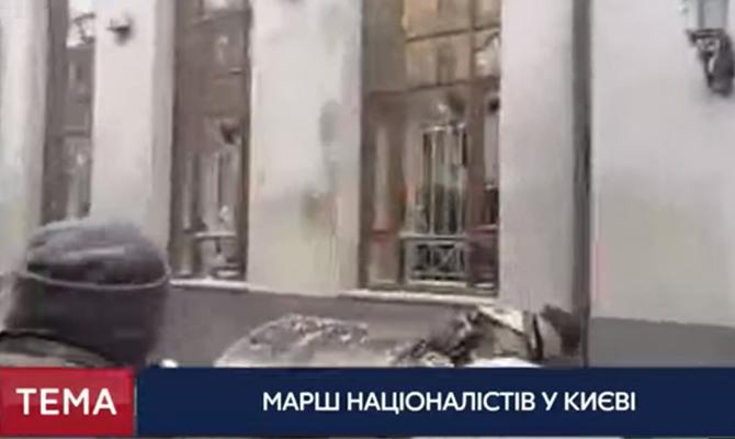 В Киеве националисты из ОУН разгромили здание «Сбербанка»