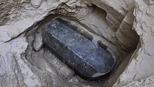 В Египте хотят открыть гранитный саркофаг, которому более 2 тысяч лет