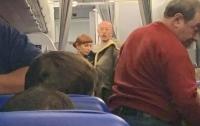 Александр Розенбаум на борту самолета спас жизнь женщине