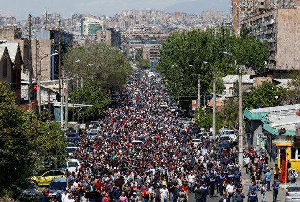 По всей Армении возобновились протесты
