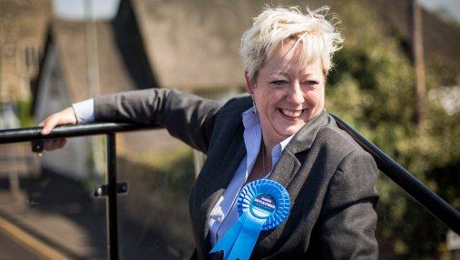 В Британии появился первый в мире министр по предотвращению самоубийств