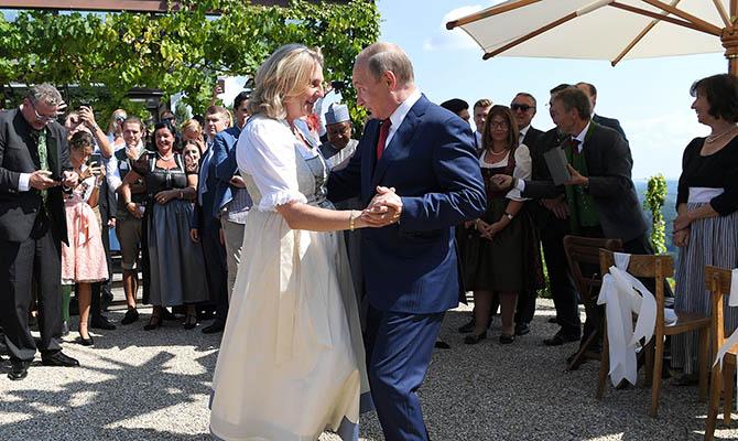 В Кремле рассказали, чем Путин отличился на свадьбе главы МИД Австрии