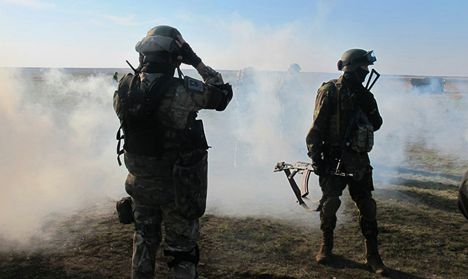 Боевики с полуночи 25 раз обстреляли позиции сил АТО, ранены трое украинских военных