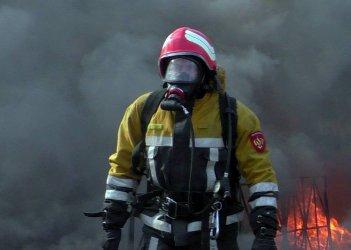 Пожарные ликвидировали пожар на вещевом рынке в Хмельницком