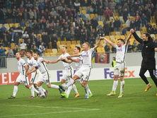 Игроки Зари и львовская публика празднуют победу над Гертой