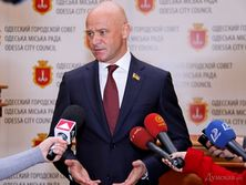 По данным BBC, Труханов входил в банду, которая могла быть причастна к убийствам, контрабанде оружия и наркотиков, а также офшорным махинациям