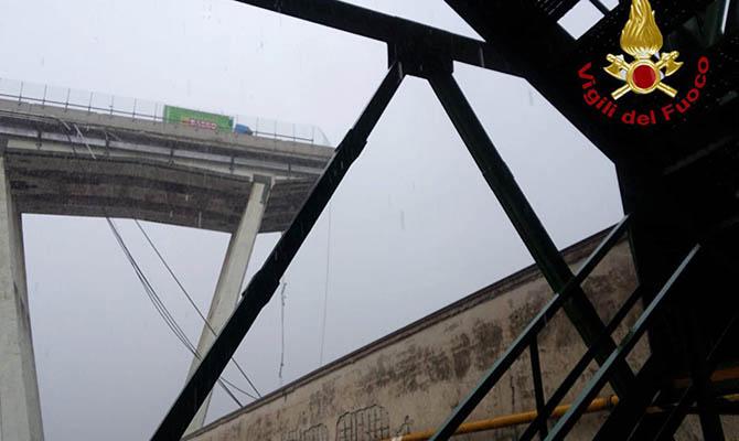 На севере Италии рухнул мост